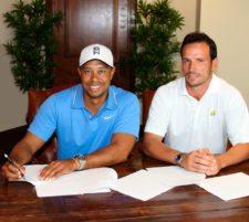 Tiger Woods y Lisandro Borges (CEO de la Bridgestone America´s Golf Cup)