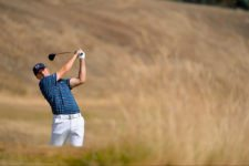 Jordan Spieth bogeyed the first hole and made birdie on No. 8 to complete his first nine at even-par 35 (cortesía USGA)