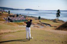 Jordan Spieth hits his tee shot on the 15th hole (cortesía USGA)