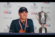 Newly crowned U.S. Open champion Jordan Spieth speaks with the media (cortesía USGA)