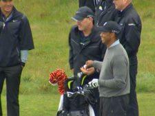 Tiger practica el lunes en Chambers Bay (cortesía www.king5.com)