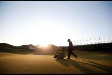 The 17th green is mowed during Wednesday's practice round (cortesía USGA)
