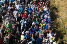 Fans take in the sights at Chambers Bay during Wednesday's practice round for the 2015 U.S. Open (cortesía USGA)