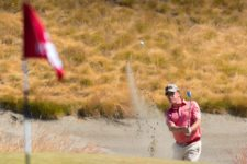 Miguel Angel Jimenez plays from a bunker on the 15th hole (cortesía USGA)