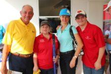 Roberto Troncoso, Yolanda Eleta, junto a atletas de Olimpiadas Especiales
