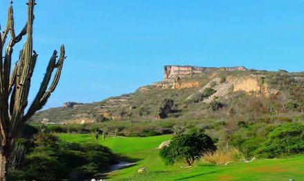 Golf de competencia, playa, Sambil Curaçao y una bella isla por descubrir