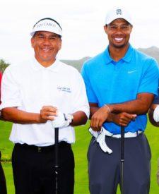 Esteban Toledo junto a Tiger Woods