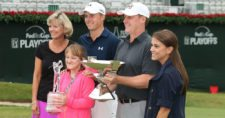 Jordan Spieth con su familia (cortesía dailyreadlist.com)