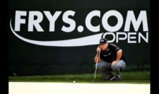 Colt Knost lines up a birdie putt on the 18th green (cortesía PGA Tour/ Steve Dykes)