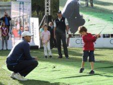 Tiger Woods y Matt Kuchar durante la clínica que se llevó a cabo en el Bosque de Chapultepec / Gentileza: Bridgestone México