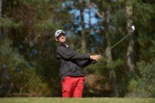 MALDONADO, URUGUAY - OCT. 31, 2015: Lanto Griffin de Estados Unidos pega su tiro de salida en el tee del hoyo 16 durante la tercera ronda del Roberto De Vicenzo Punta del Este Open Copa NEC, decimocuarto torneo de la temporada 2015 del PGA TOUR Latinoamérica, en el Club del Lago Golf. (Enrique Berardi/PGA TOUR)