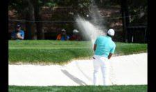 Jhonattan Vegas saliendo del bunker en el hoyo 17 (cortesía PGA TOUR/ Steve Dykes)