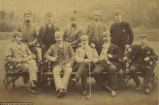 Tom Morris en el medio sentado (cortesía www.dailymail.co.uk)