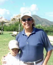 Ángeles Alcántara: enseña golf a niños en Margarita