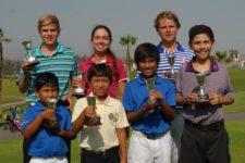 Konrad Brauckmeyer con los campeones por categoría (cortesía noticiaaldia.com)