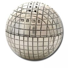 Pimentero de plata con forma de pelota de golf (cortesía bespokegolfinteriors.com)