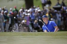 Masters champion Jordan Spieth blasts from the No. 7 bunker where he managed a par during Round 2 at Augusta National Golf Club on Friday April 8, 2016 (cortesía Augusta National Inc.)