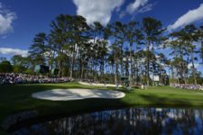 Masters champion Jordan Spieth, Bryson DeChambeau and Paul Casey of England play No. 16 during Round 2 at Augusta National Golf Club on Friday April 8, 2016 (cortesía Augusta National Inc.)