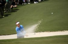 Masters champion Bernhard Langer of Germany from bunker on No. 2 in Round 3 at AugustaNationalGC April 9 2016 (cortesía Augusta National Inc.)