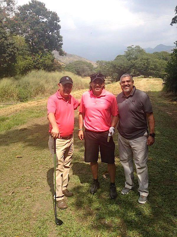 Luis Sira en Twitter escribió en Maracay golf club jugando el Proam de la LVBP con Beto Perdomo y Luis Sojo (cortesía twitter.com)