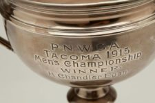 Lot Detail - 1915 Pacific Northwest Golf Association Tacoma Mens Championship Sterling Silver Trophy Cup Won By H. Chandler Egan (Helms LA84 Collection) (cortesía catalog.scpauctions.com)