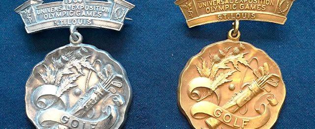 Los trofeos históricos del golf Olímpico