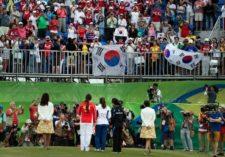 Fans fotografiando a la campeona olímpica (cortesía Stan Badz/PGA TOUR/IGF)