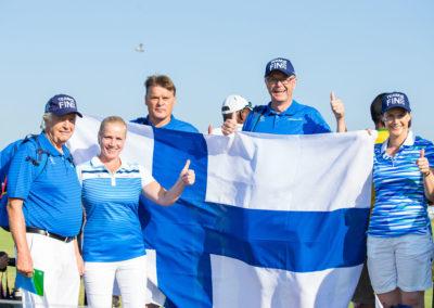 Fans de Finlandia apoyando a Ursula Wikstrom (cortesía Tristan Jones/IGF)