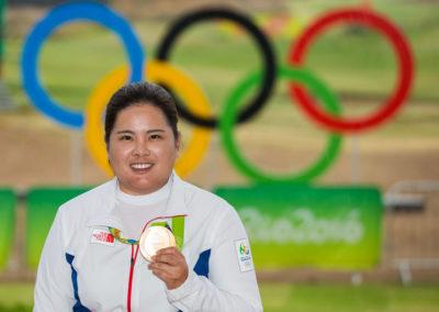 Inbee Park de Corea del Sur con su medalla de oro (cortesía Tristan Jones/IGF)