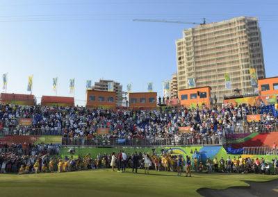 Fans disfrutan la acción en el hoyo 18 (Photo Stan Badz/PGA TOUR/IGF)
