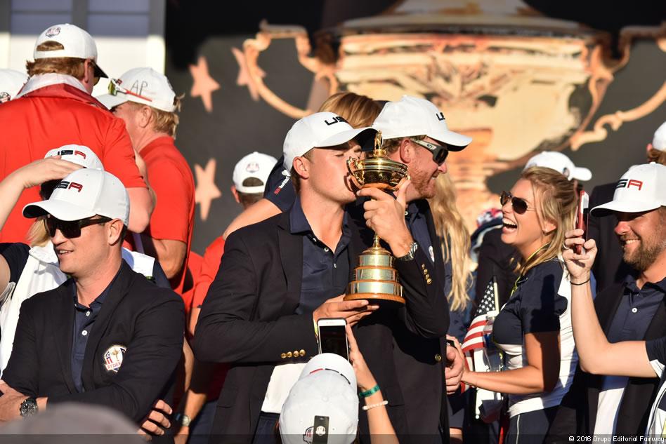 Golfistas norteamericanos celebran su triunfo en la Copa Ryder