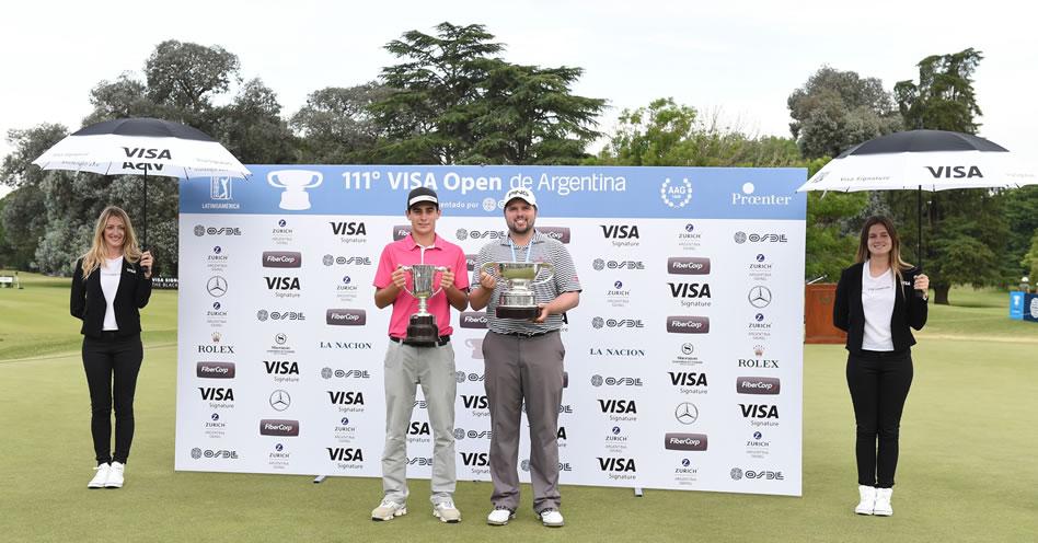 Joaquín Niemann (CHI) y Kent Bulle (USA) con sus trofeos en el green del 18 del Olivos Golf Club / Foto: Gentileza Enrique Berardi/PGA TOUR