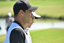 Tenista Alejandro Falla, caddie de Camilo Villegas (cortesía Fairway-Colombia)