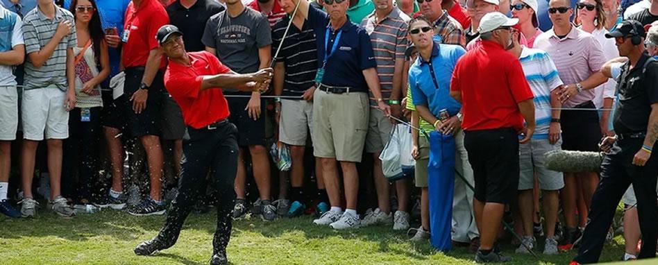 Tiger Woods comienza penúltimo en su torneo pero muestra cosas buenas en su vuelta a la competición