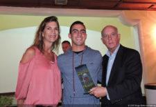 Stefan Holczer Campeón Juvenil del Torneo FVG-VAGC Enero 2017 junto a María Pereda (Pres. VAGC) y Freddy Alcántara (Pres. FVG)