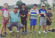 Guillermo Pereira da clínica deportiva antes del Panama Claro Championship de golf