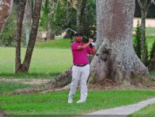 Daniele Cabriles arriba por uno sobre Denis Meneghini, en la primera ronda del Abierto Lagunita Country Club