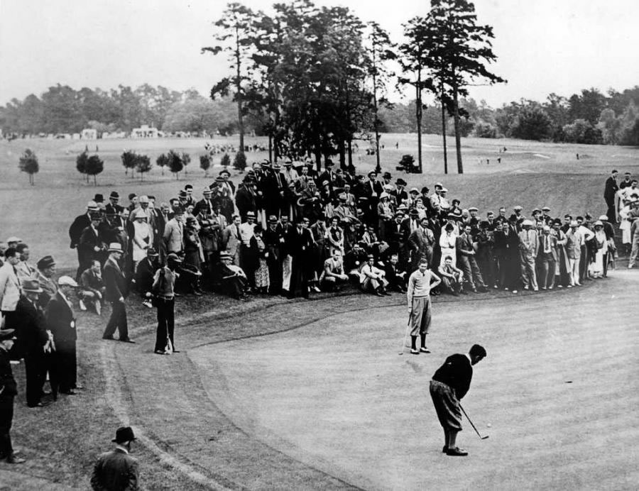 Bobby Jones en el primer Masters en 1934 (cortesía augusta.com Copia por Morgan Fitz Photographers, Inc.)