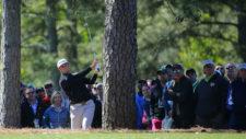 Jon Rahm hits en el hoyo No. 1 (cortesía Augusta National Golf Club)