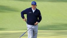 Phil Mickelson sonríe en el hoyo No. 10 (cortesía Augusta National Golf Club)