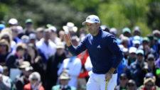 Sergio Garcia saluda al público después de un birdie en el hoyo No. 9 (cortesía Augusta National Golf Club)