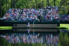 Jason Day en el puente Sarazen en el hoyo No. 15 (cortesía Augusta National Golf Club)