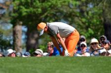 Rickie Fowler en el tee del hoyo 4 (cortesía Augusta National Golf Club)