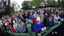 Público a la entrada (cortesía Augusta National Golf Club)