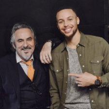 Curry inspirado en encestar profesionalmente la bola blanca (cortesía Twitter)