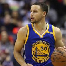 Curry inspirado en encestar profesionalmente la bola blanca (cortesía Golf Digest)