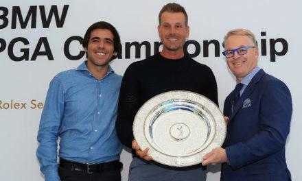 Javier Ballesteros entrega a Henrik Stenson el primer Premio con el nombre de su padre