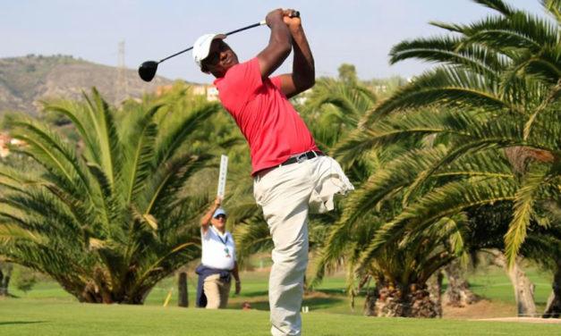 La inspiradora historia de Manuel de los Santos, el golfista dominicano de una sola pierna que debutó en el Challenge Tour