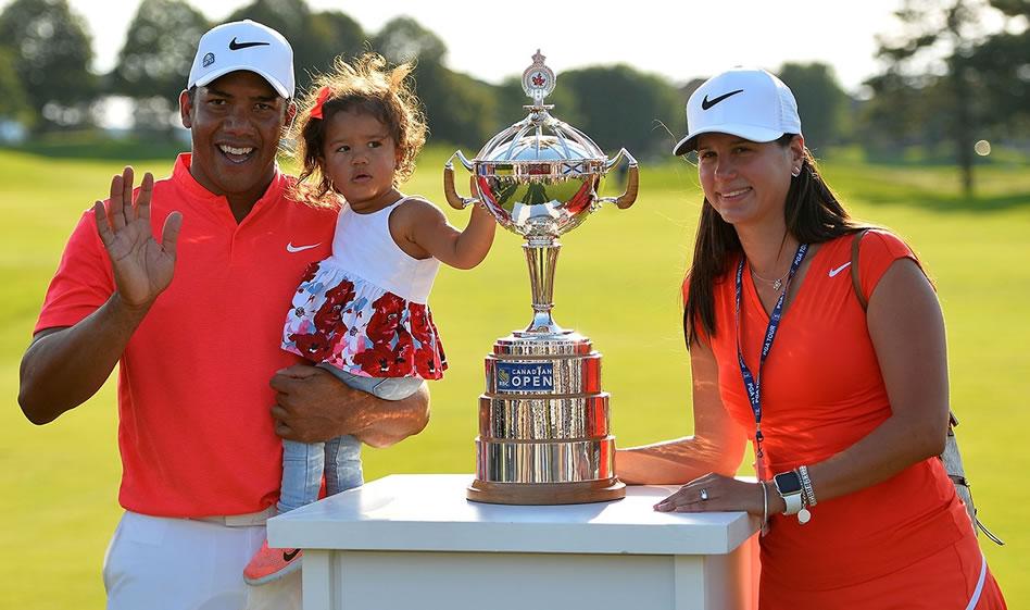 Vegas celebró esta victoria en compañía de su hija Sharlene Marie y de su esposa Hildegard. (Getty Images)