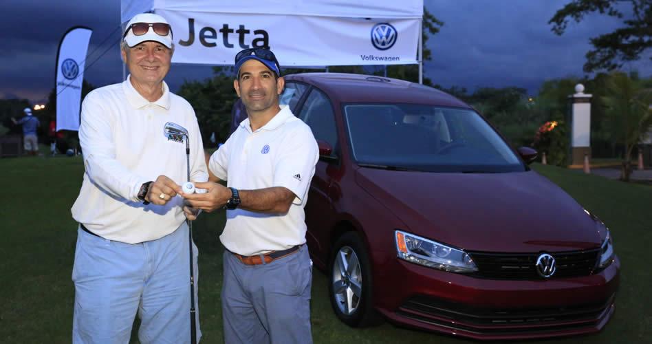 Consúltenos, S.A regaló un Volkswagen Jetta en el Volkswagen Masters